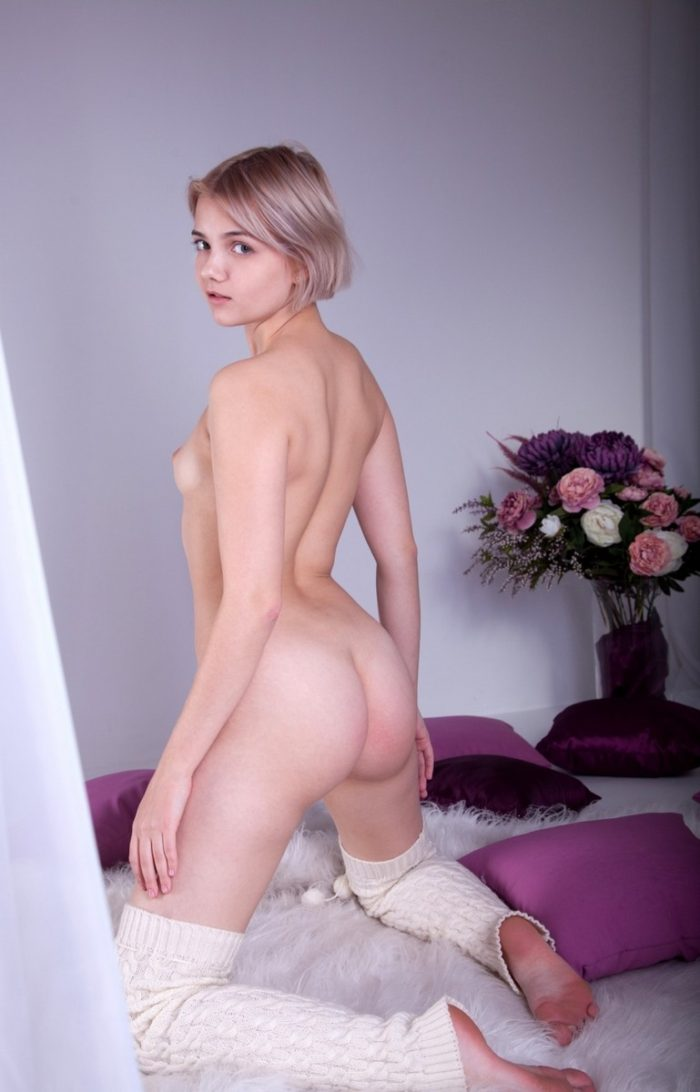 Teen blonde has really nice ass that you want to touch