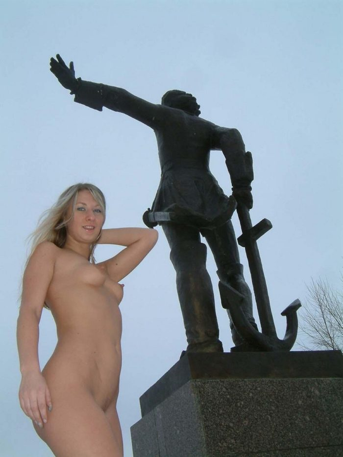 The girl in boots at the monument to Peter 1