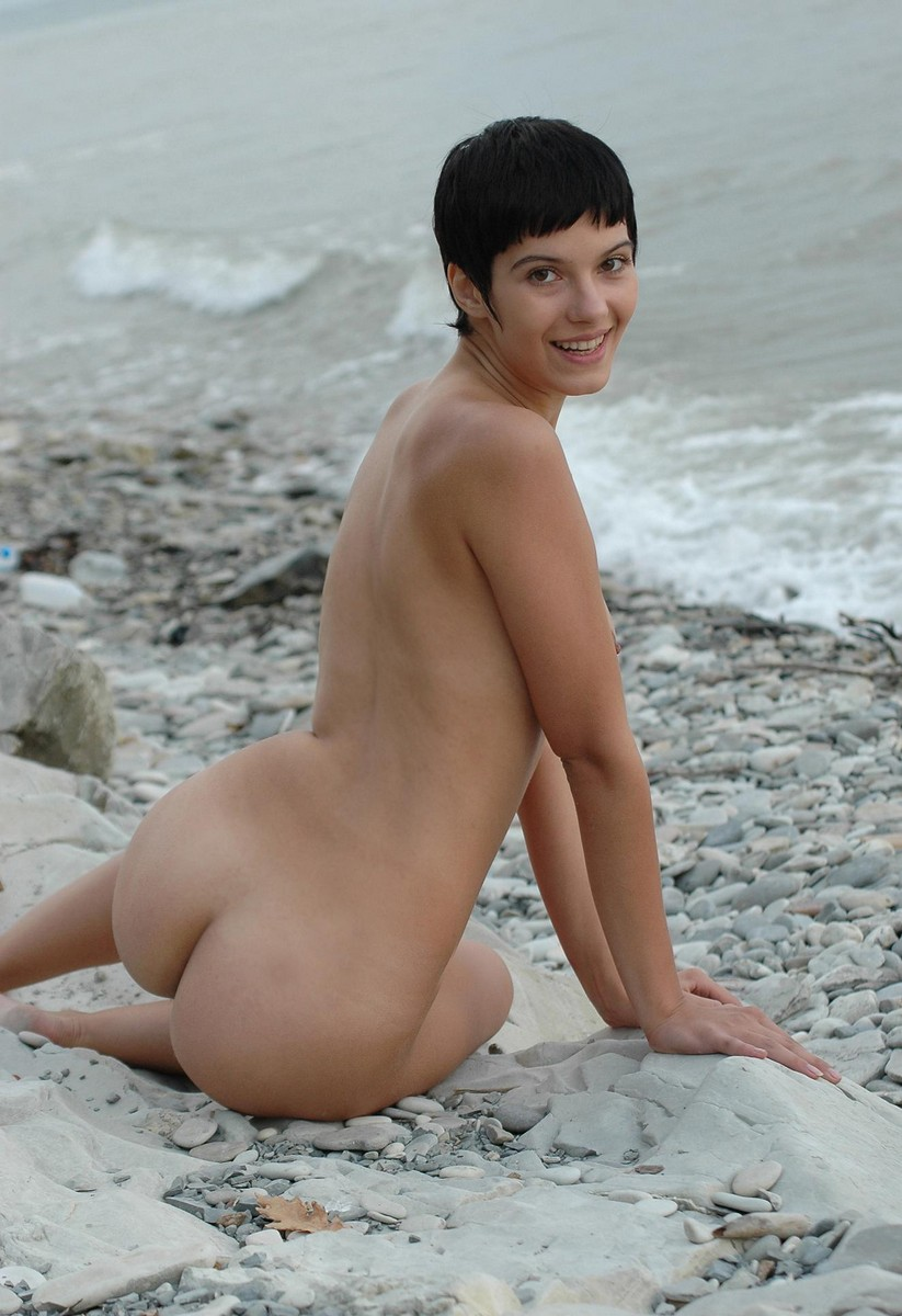 Short-Haired Brunette Shows Pussy With A Smile Onrocky -5762