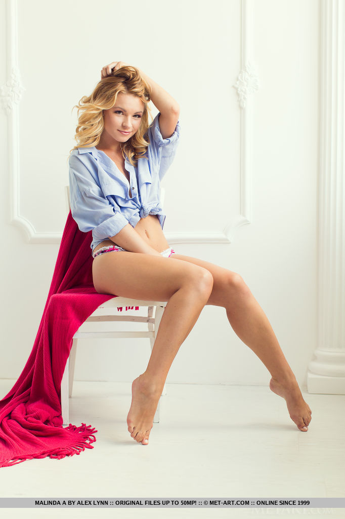 Malinda A flaunts her beautiful, natural breasts