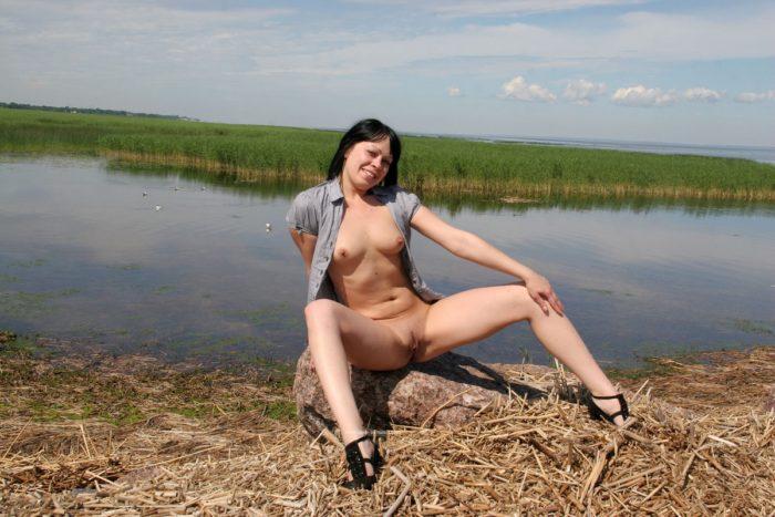 Brunette Inna Z loves to posing naked outdoors