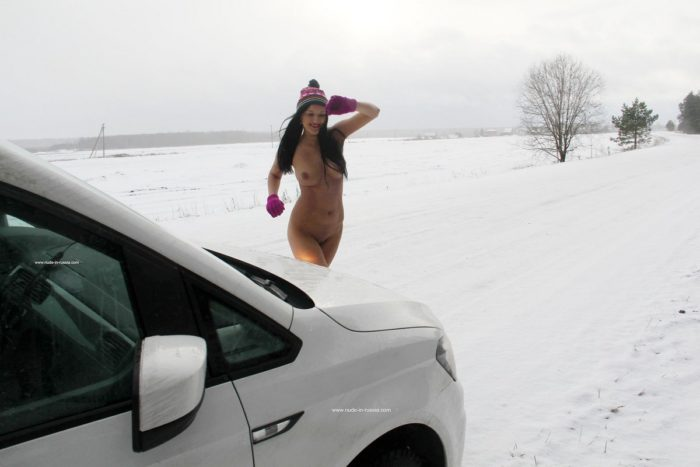 Hot brunette wears only hat and gloves at winter