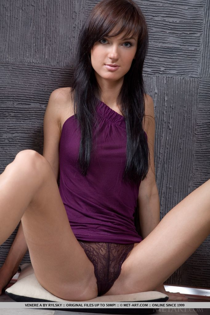 Venere A lifts up the hem of her body-hugging dress to showcase her scrmptious, trimmed pussy
