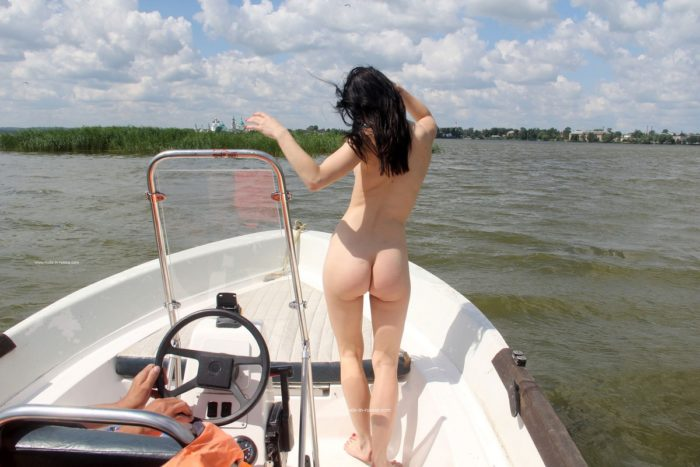 Brunette Daria widely spreads legs to show her holes on boat