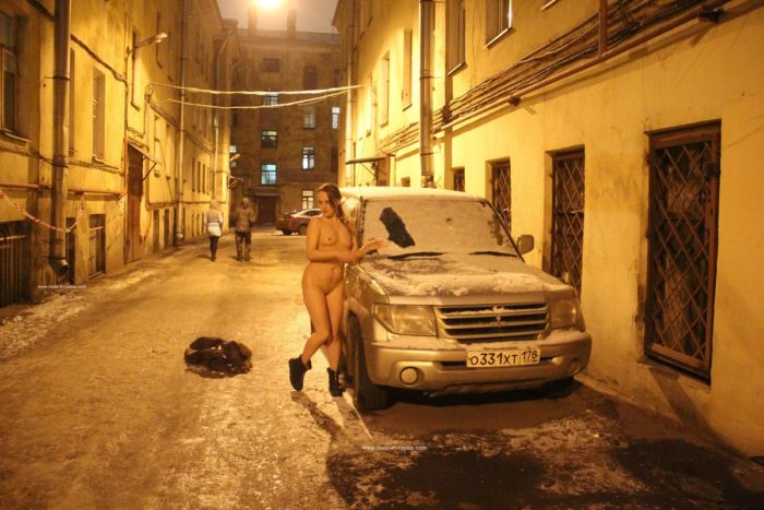 Naked girl Zhenja plays with a snow at night