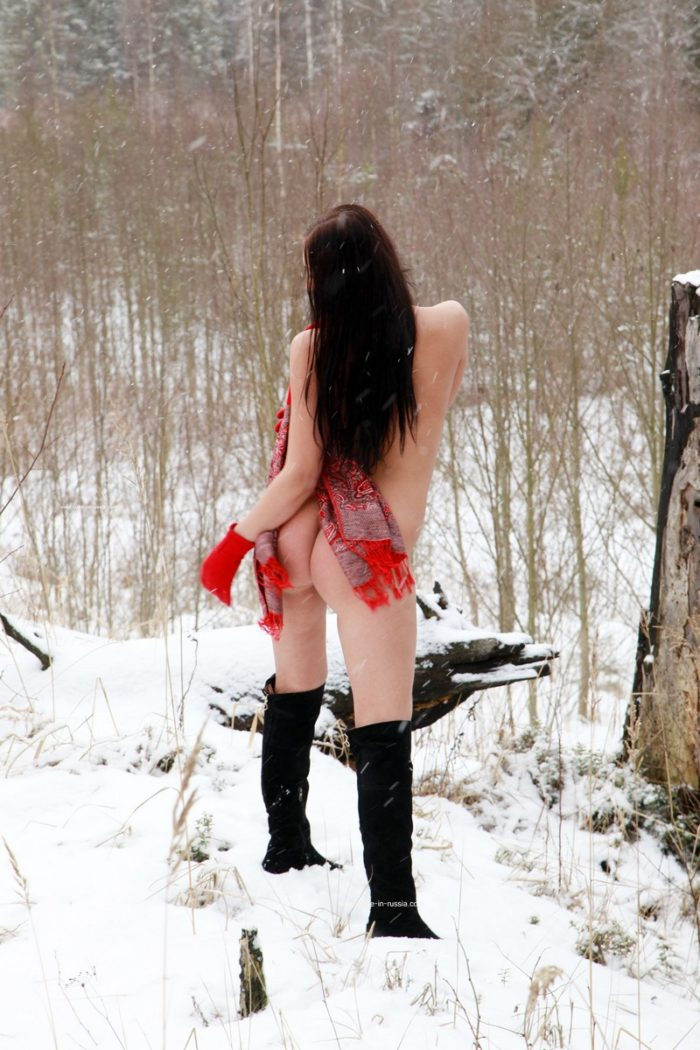 Russian brunette Daria posing at snowy forest