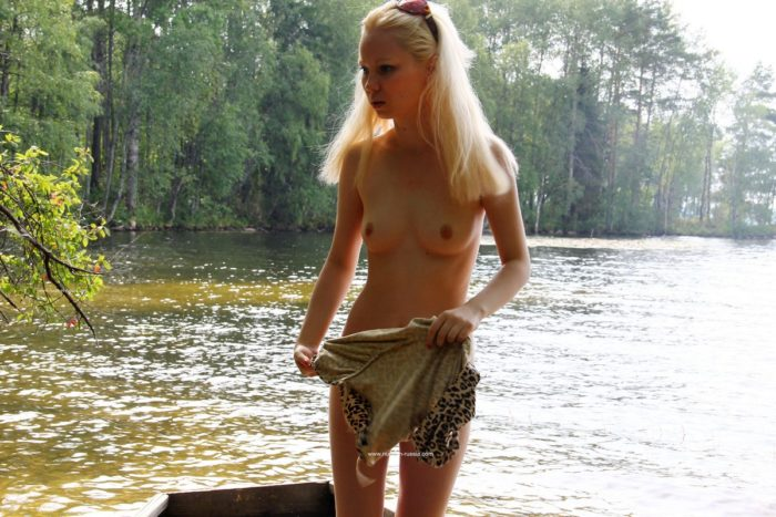 Sweet blonde Maria likes to walk with no clothes