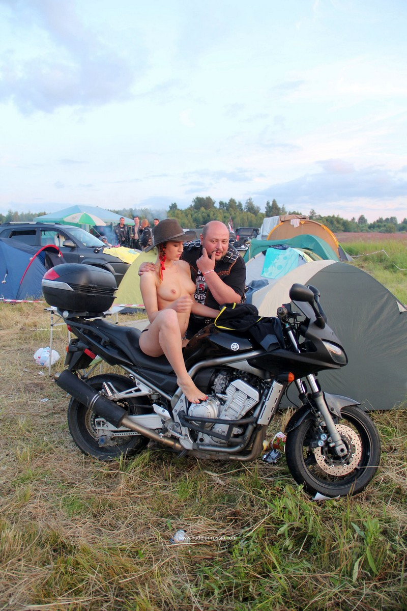 Naked Girl Abbey Posing With Bikers  Russian Sexy Girls-1145