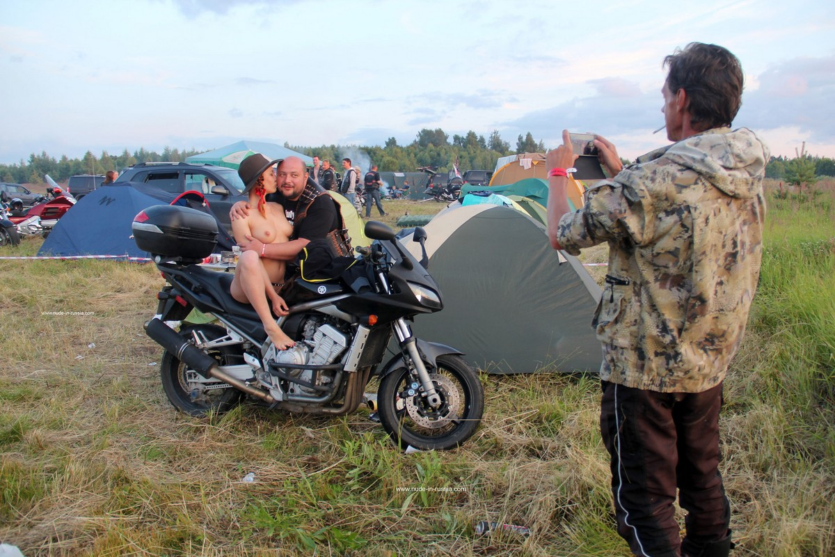 Naked Girl Abbey Posing With Bikers  Russian Sexy Girls-9143