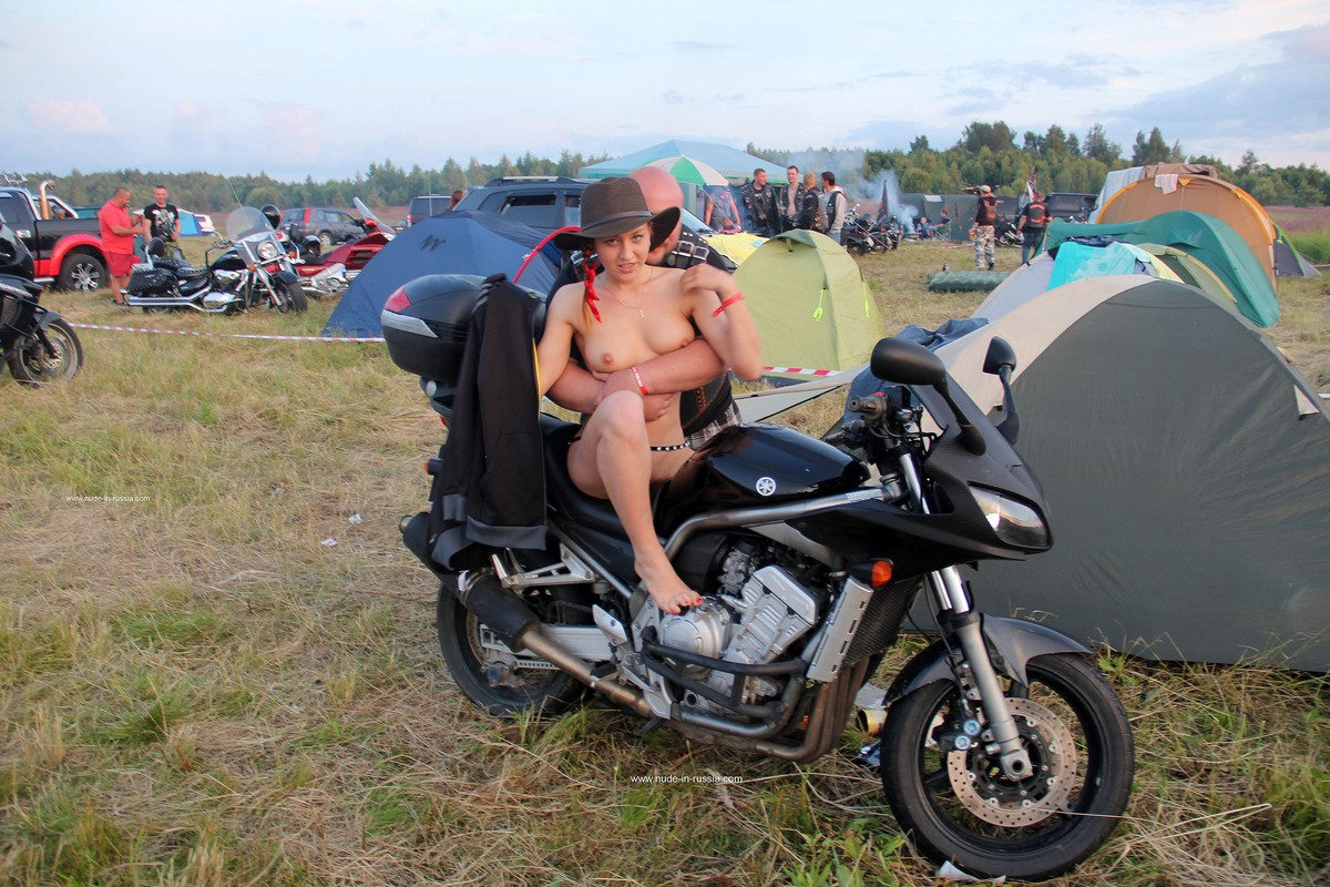 Naked Girl Abbey Posing With Bikers  Russian Sexy Girls-3971
