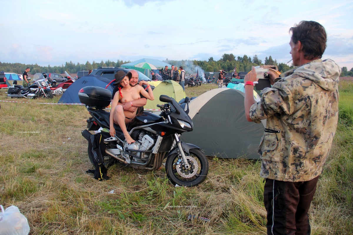 Naked Girl Abbey Posing With Bikers  Russian Sexy Girls-9672