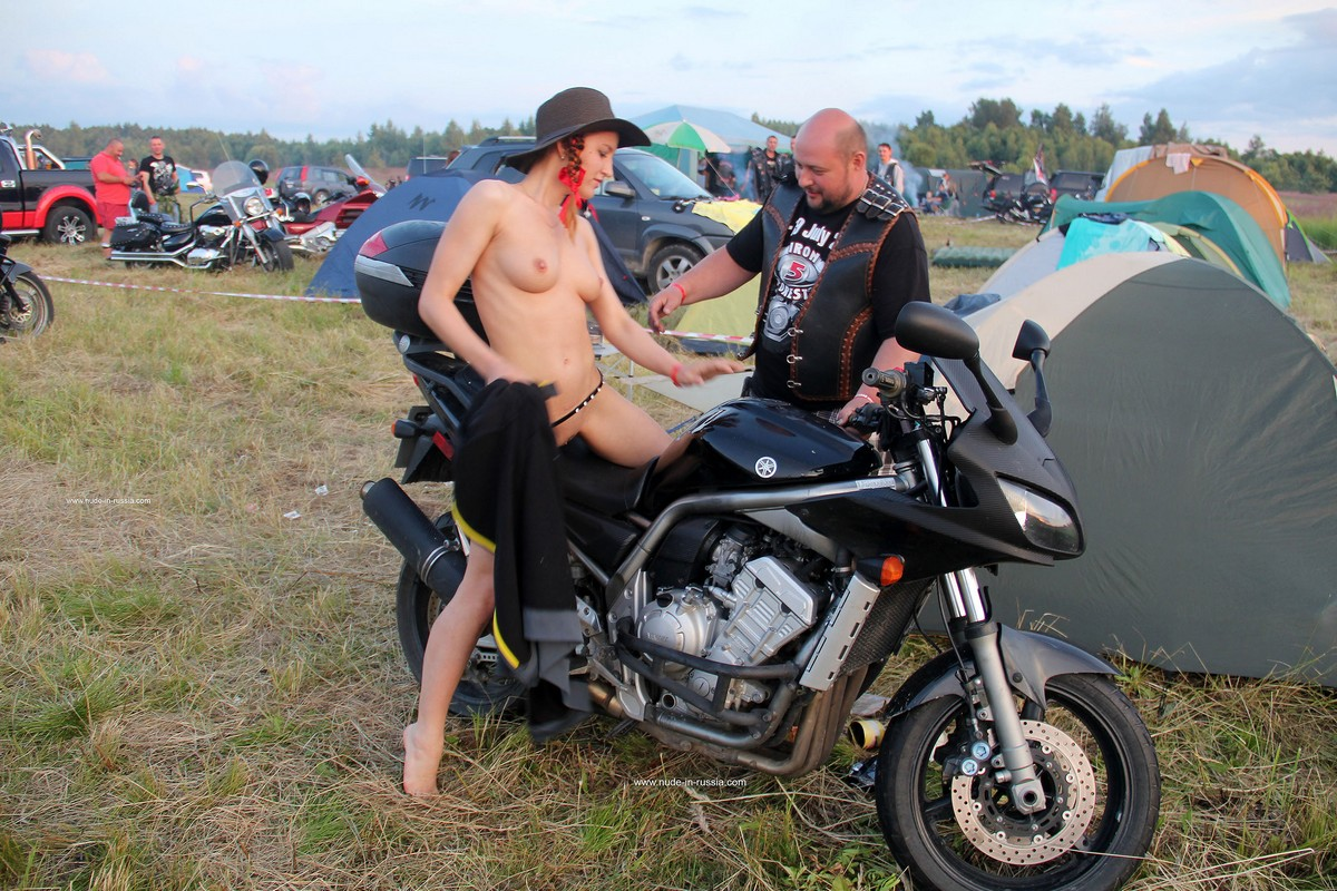 Naked Girl Abbey Posing With Bikers  Russian Sexy Girls-2163