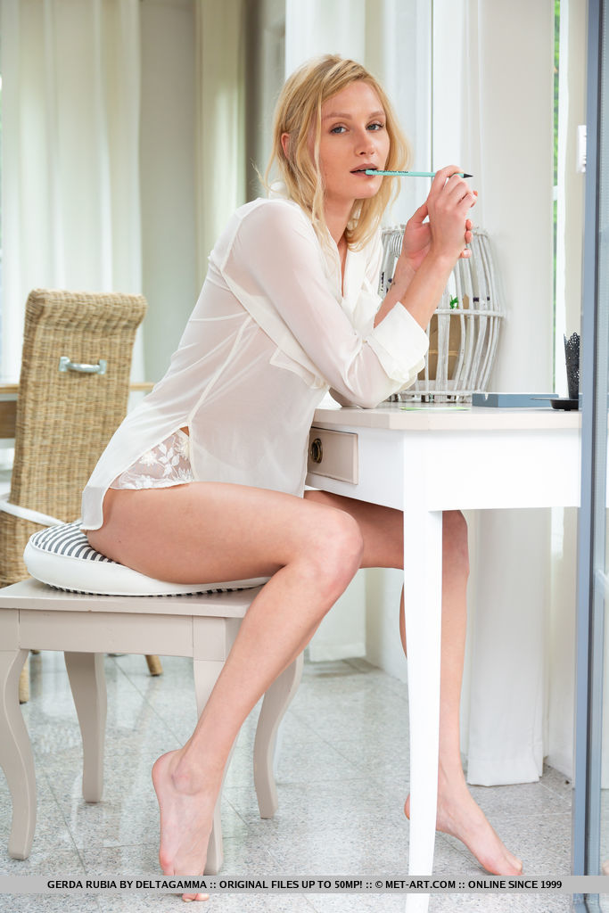 Alluring blonde Gerda Rubia sensually strips on the table as she bares her smooth, creamy body.