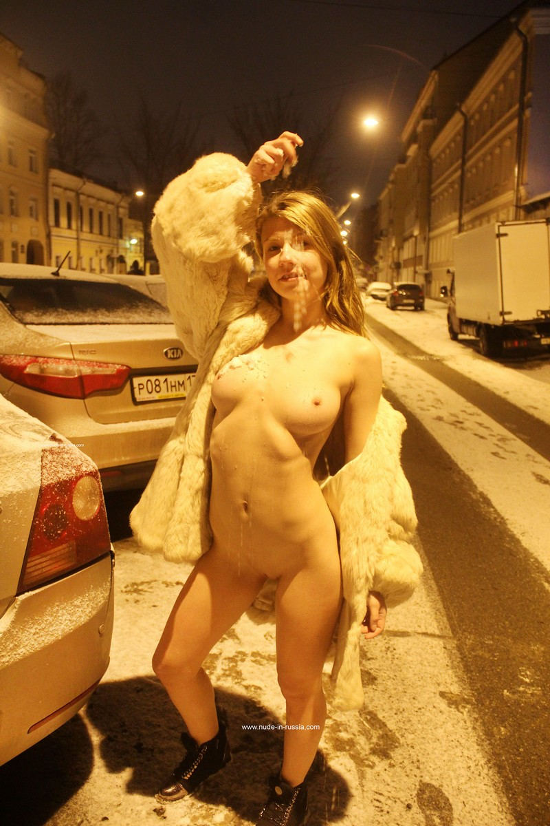 Naked Blonde At Winter Streets  Russian Sexy Girls-6414