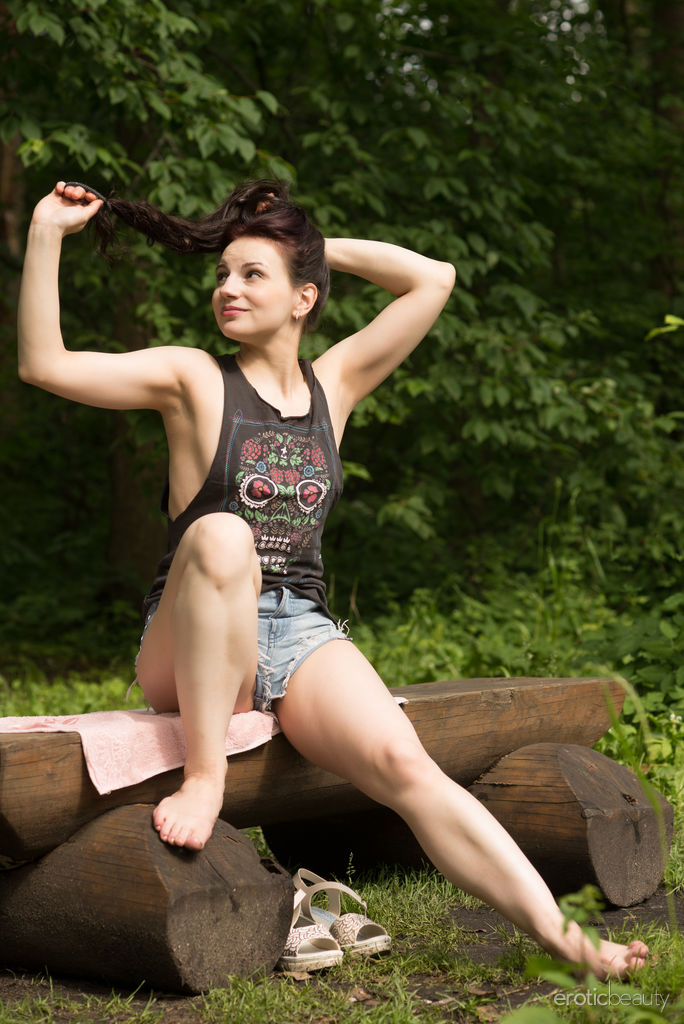 Newcomer Lisa Musa strips outdoors, baring her amazing body.