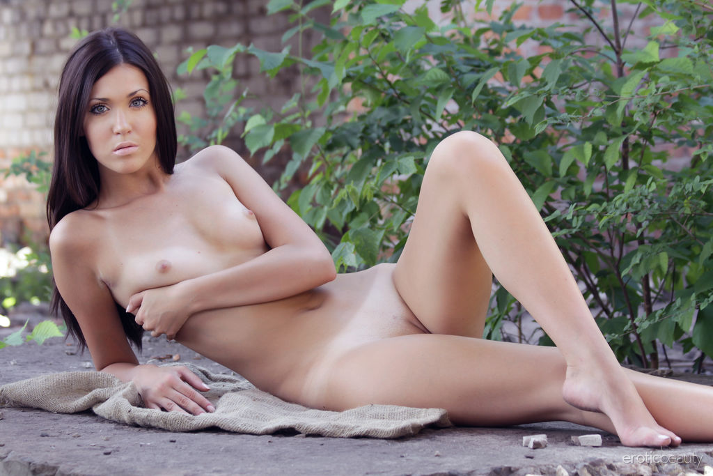Mary C flaunts her tight body as she strips at the backyard.