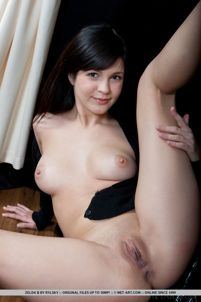 Zelda B flaunts her perfect breasts