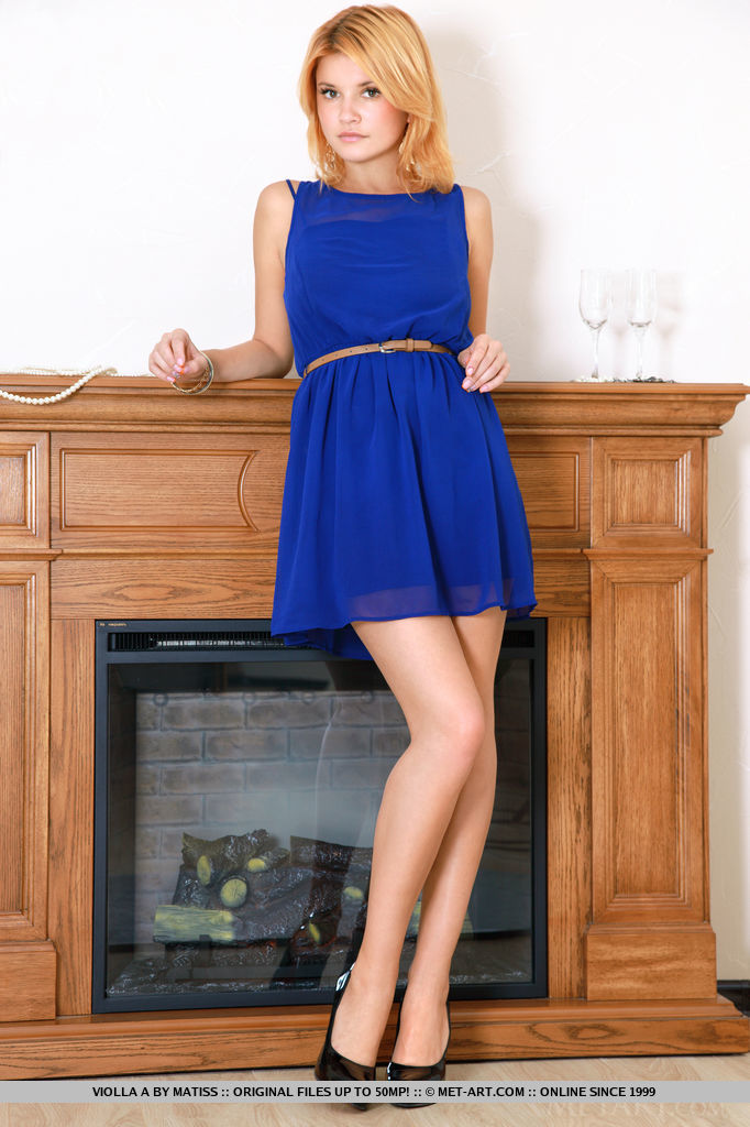 Violla strips off her royal blue dress to showcase her scrumptious body