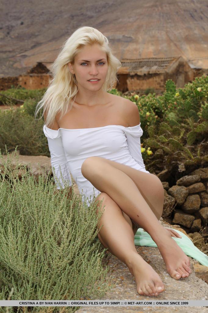 Breathtakingly beautiful Cristina A bottomless amongst the majestic mountains