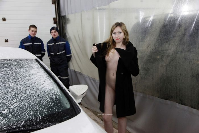 Naked blonde Angelika washes car in front of workers