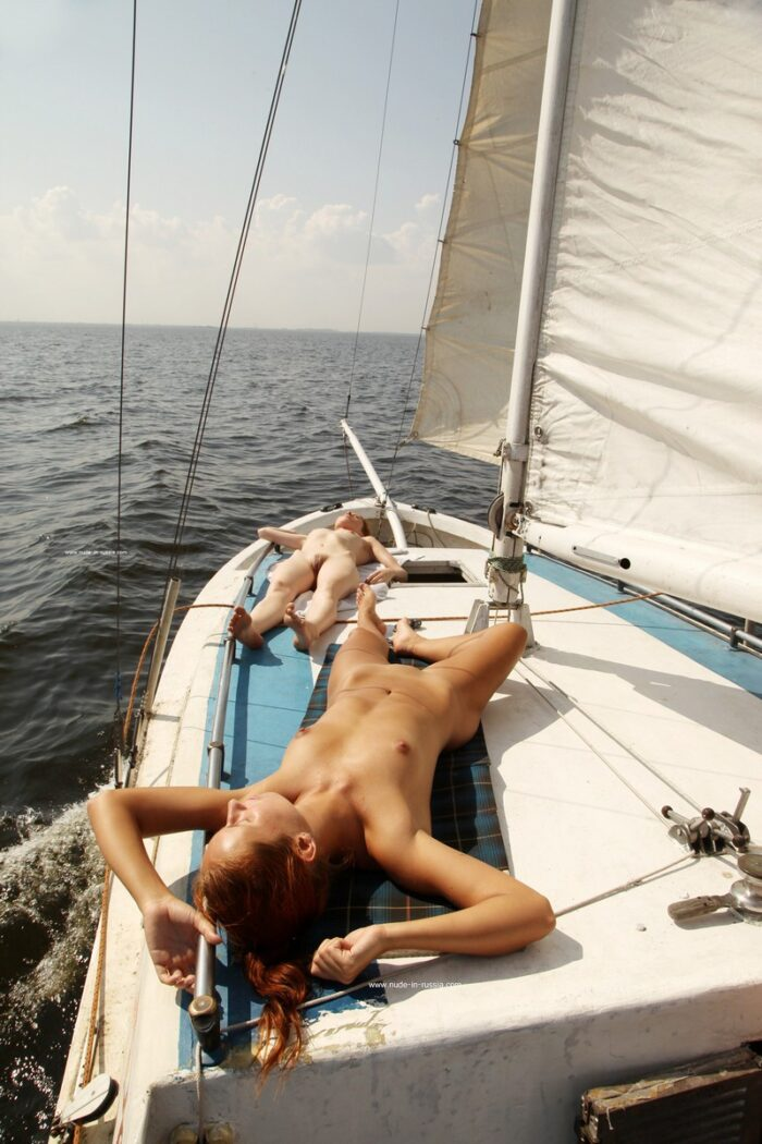 Three gorgeous ladies shows pussies and asses on the boat