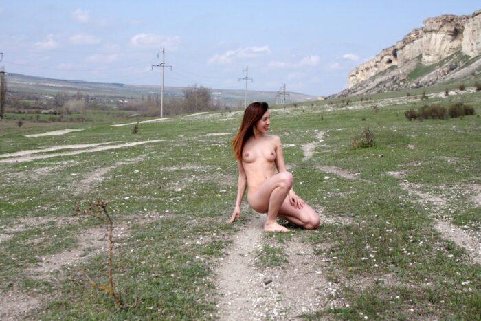 A jovem Jana A mostra seu corpo perfeito no ponto de vista
