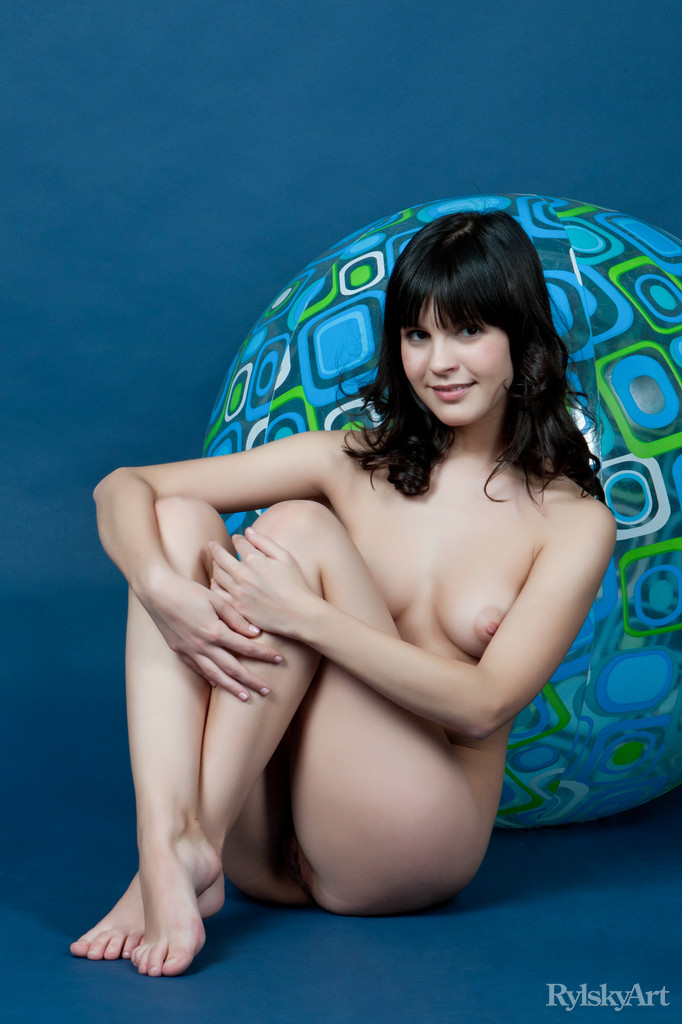 Without any trace of makeup, Zelda`s natural beauty stands out, baring her nubile body as she playfully poses with a large beach ball.