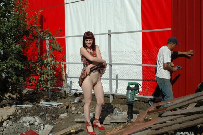 Naked girl Oxana D helps workers